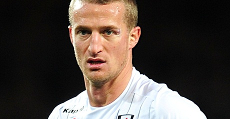 Hangeland sent off as Fulham are beaten