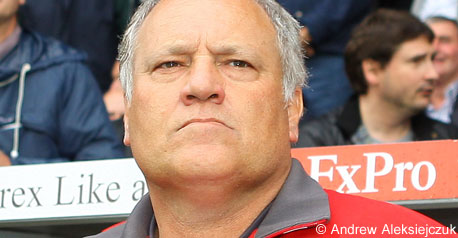 Boss Jol unhappy with referee Probert