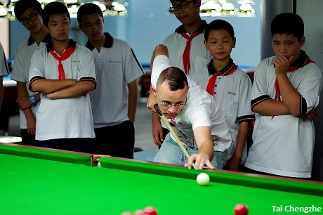 Gould recently visited a school in Shanghai to pass on some snooker tips