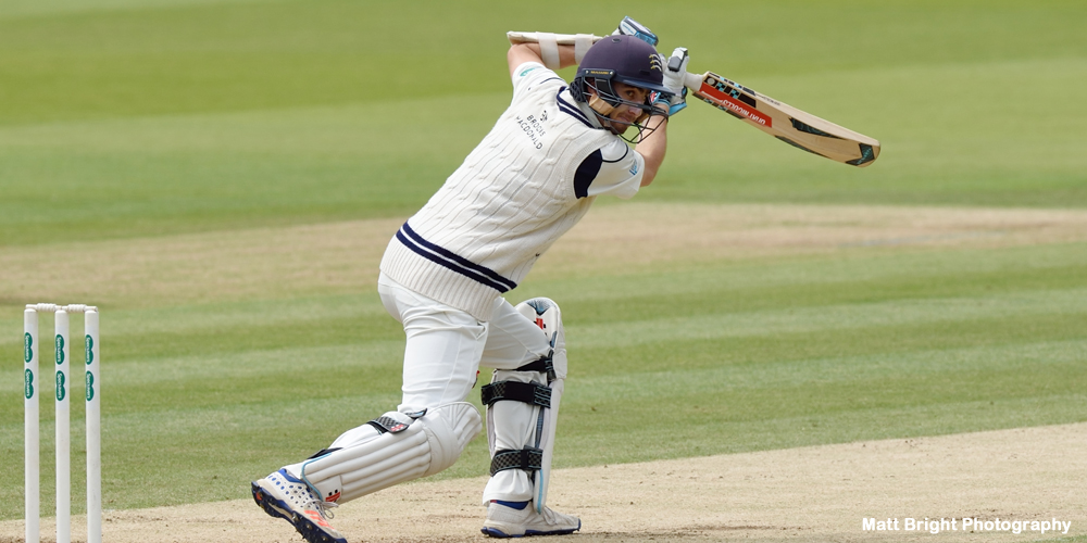 Eskinazi stands tall for Middlesex before bad light ends play