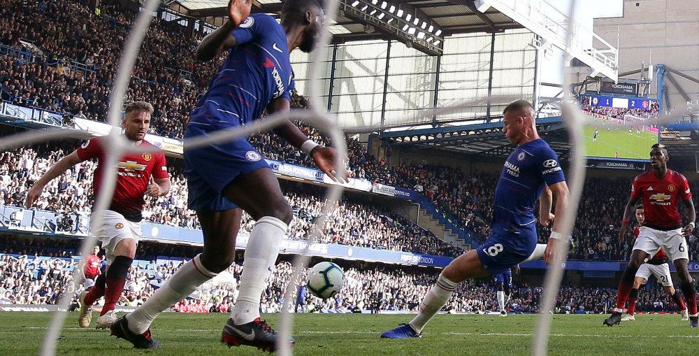 Barkley's last-gasp goal maintains Chelsea's unbeaten record