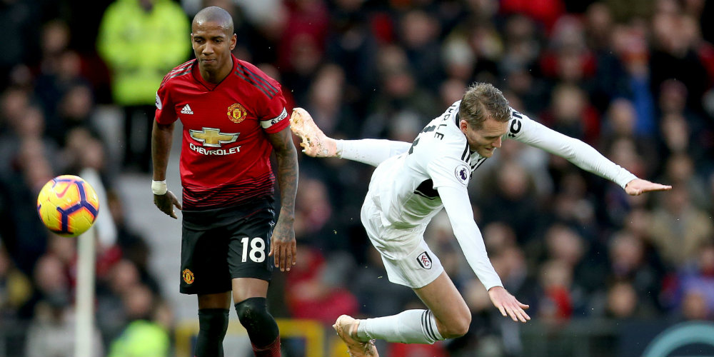 Struggling Fulham easily beaten by United